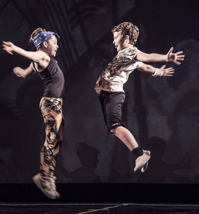 Hip Hop con elementi di acrobaticaacrobatica Milano