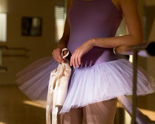 Lezioni Estive Di Danza Classica, Sbarra A Terra E Punte