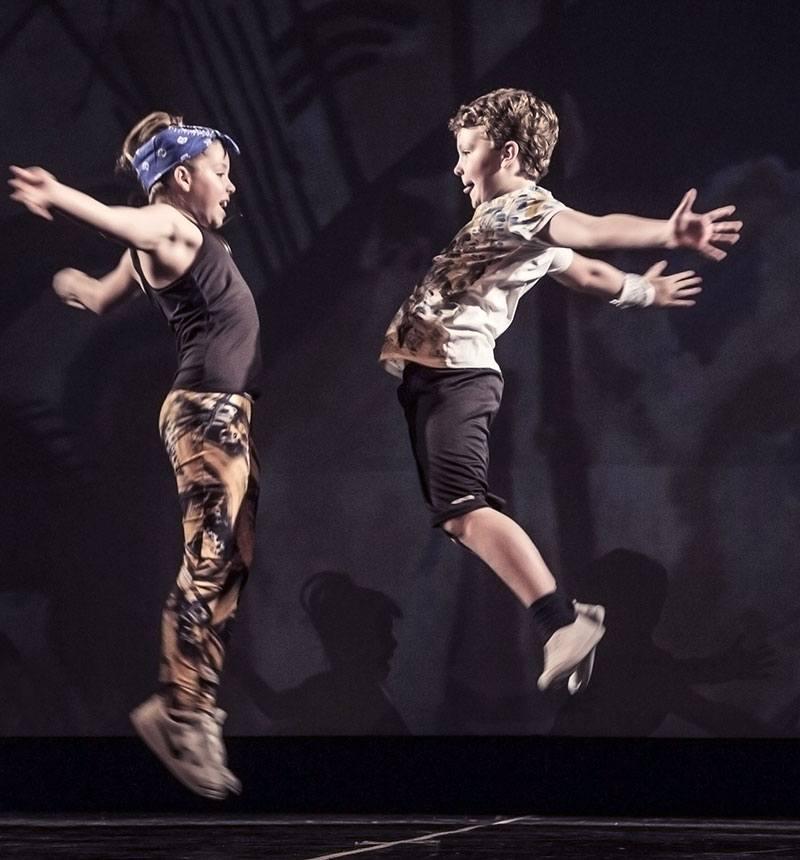 Hip Hop Con Elementi Di Acrobatica